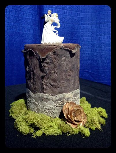 Tree bark cake with bride and groom