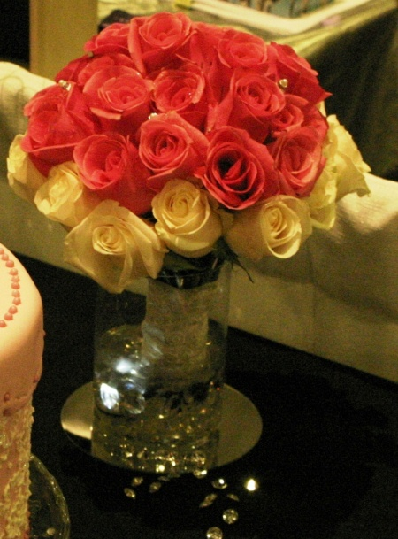 red and pink rose bouquet normal