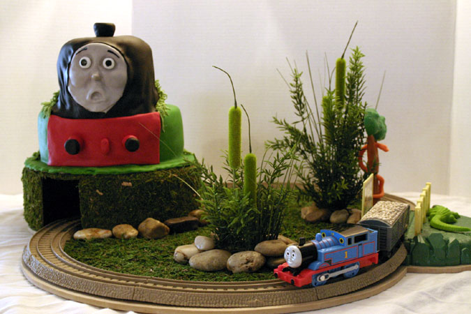 Thomas the Train with working train and tunnel through cake
