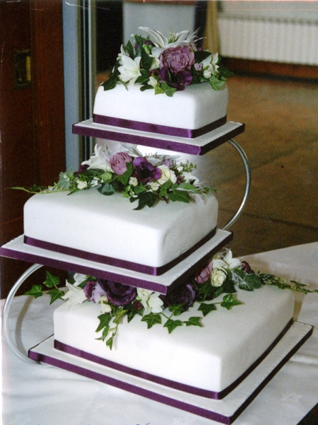 wedding cake 3 separate tiers wedding cake ideas thatweddinggirl 21696