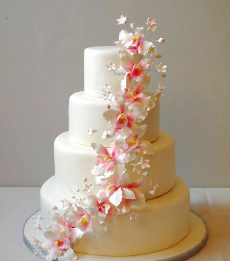 Gumpaste Flowers For Wedding Cakes: Thatweddinggirl.com